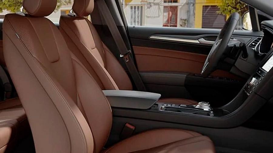 Las vestiduras de los asientos de Ford Fusion precio mexico son de piel