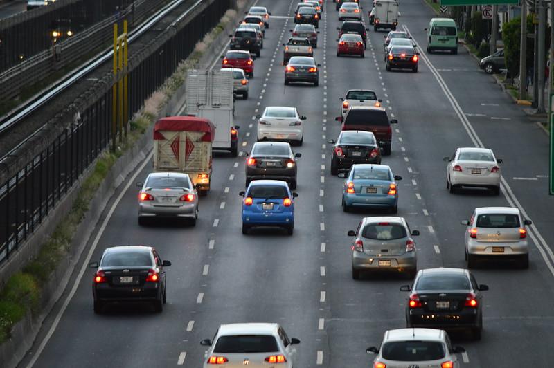 Agencias de autos en CDMX deberán tramitar gratis las placas