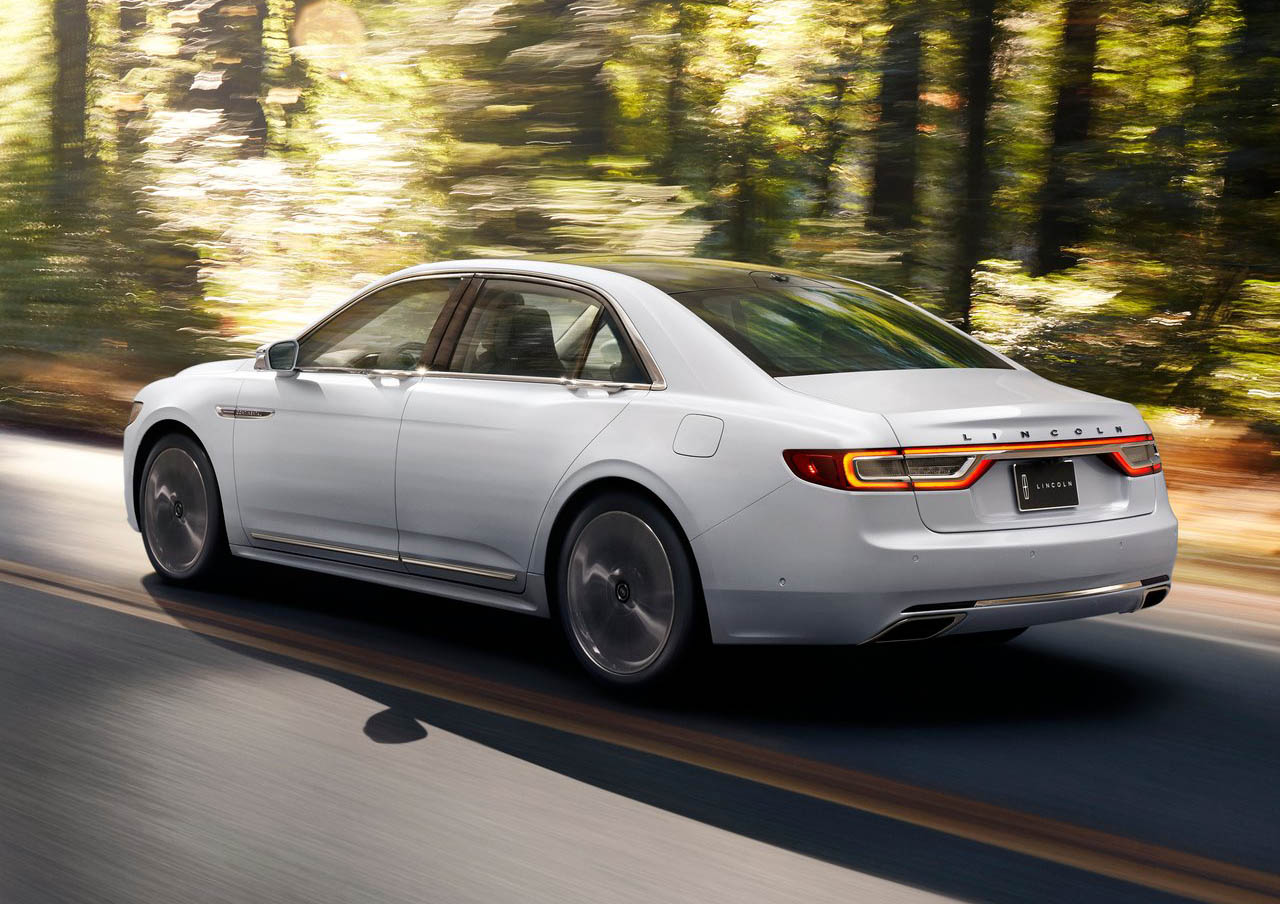 El Lincoln Continental precio mexico tiene transmisión automática