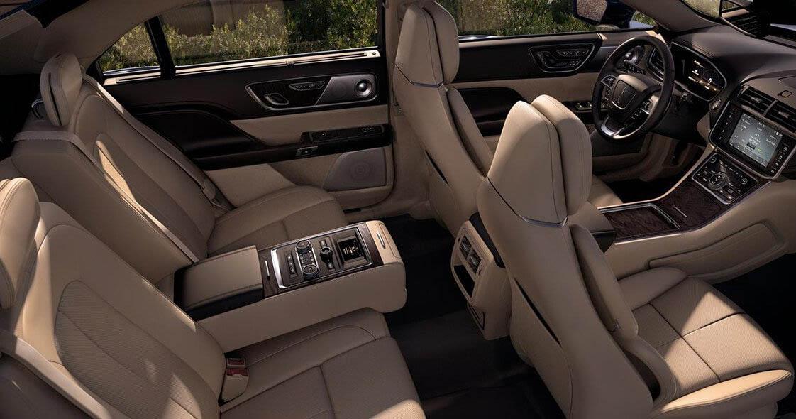 El Lincoln Continental precio mexico tiene vestiduras en piel