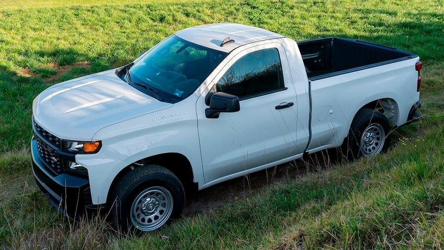 Chevrolet Silverado blanco