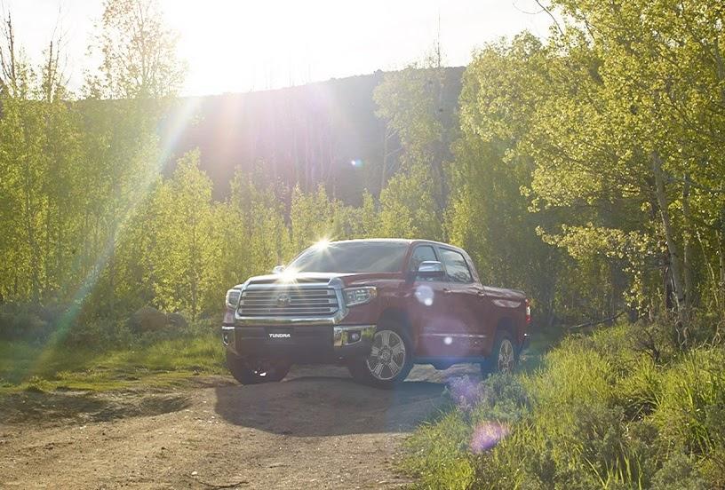 Toyota Tundra rojo