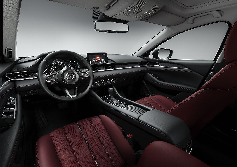 El interior de los modelos Carbon Edition será destacado