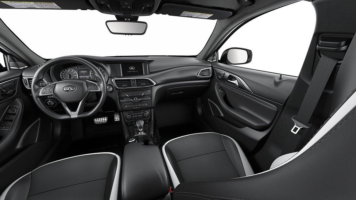 La Infiniti QX30 tiene detalles en negro y cromo oscuro