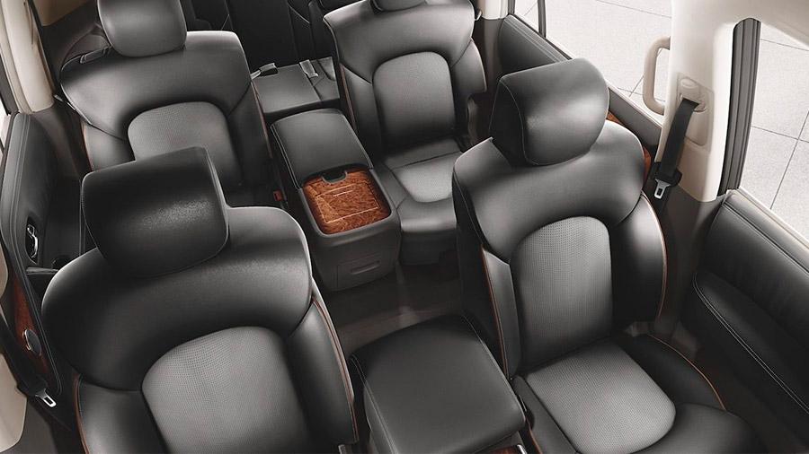 Sus asientos tienen vestiduras de piel