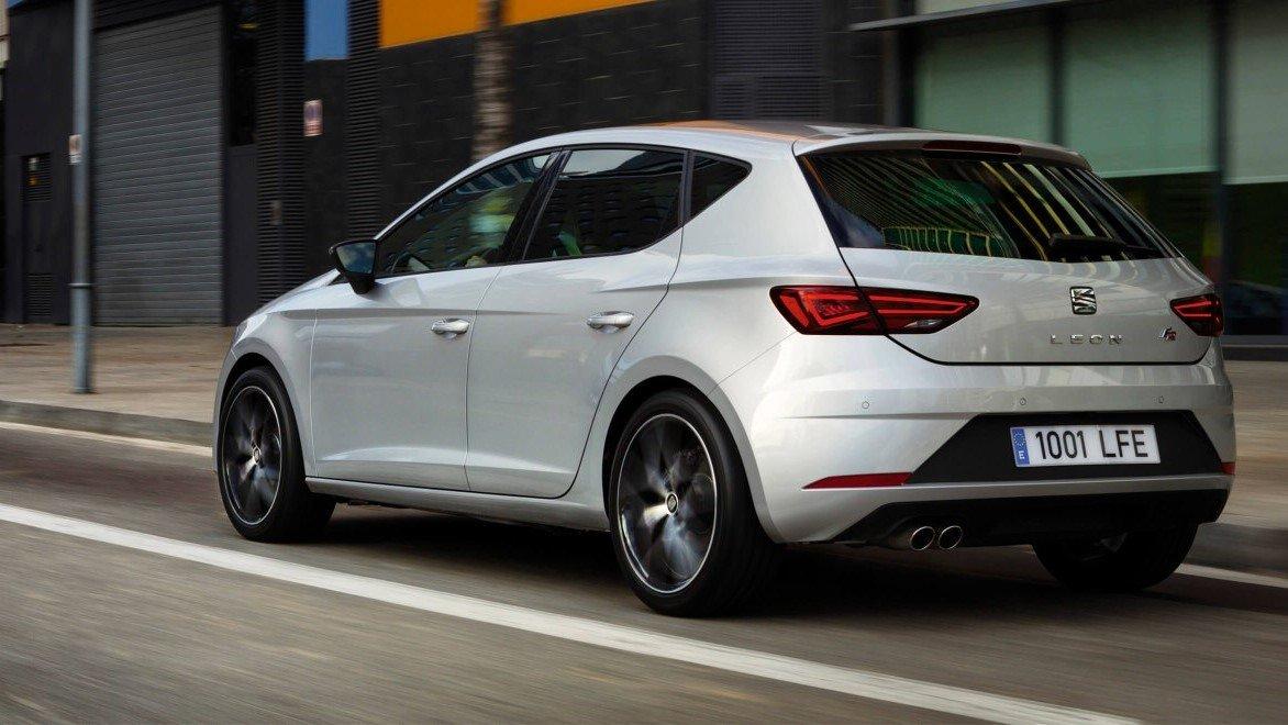 SEAT León FR DSG 2020 Volkswagen Golf Comfortline 2020 Comparativa