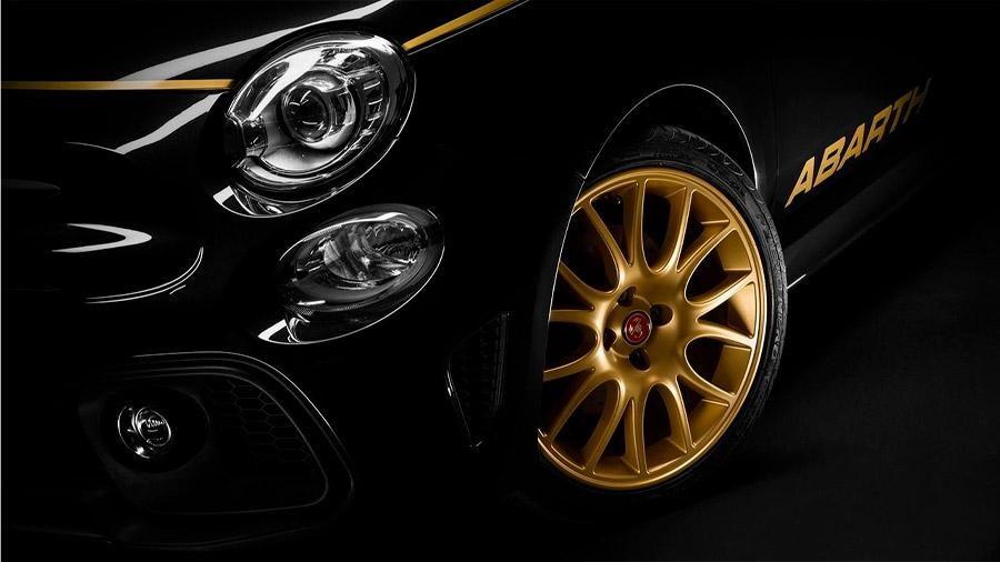 El contraste entre el Negro Escorpión y el dorado le da una apariencia agresiva