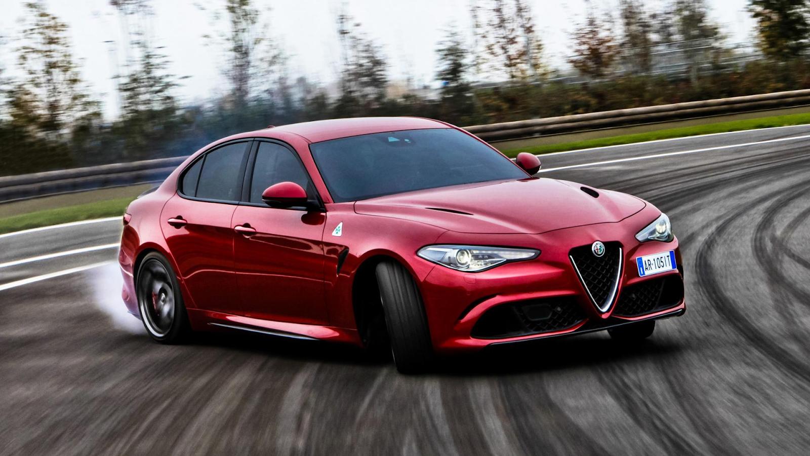 Alfa Romeo Giulia rojo