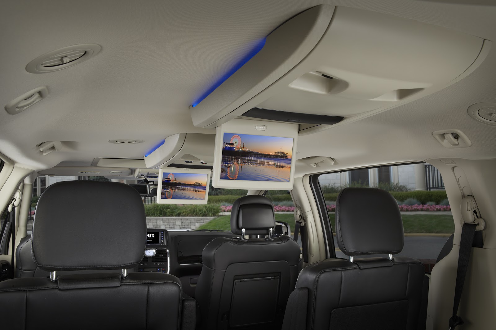 Chryslet Town and Country interior