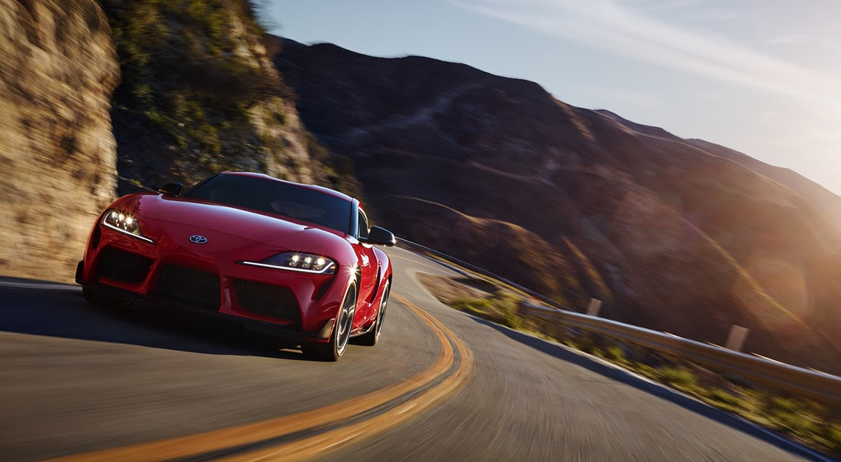 Toyota Supra rojo