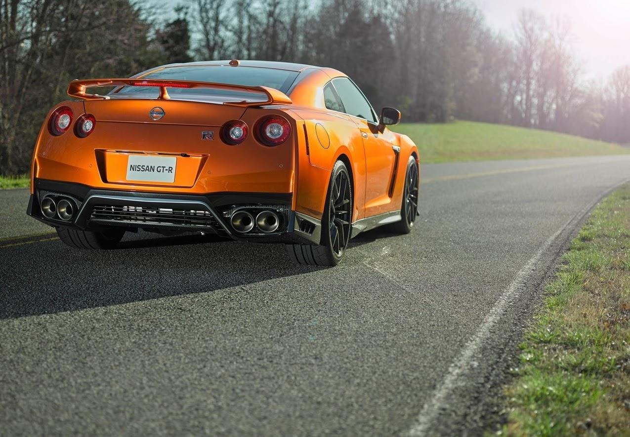 Nissan GTR naranja