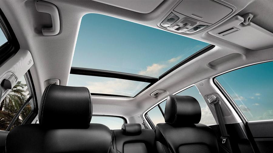 El techo panorámico genera una impresión de mayor libertad y espacio en la cabina