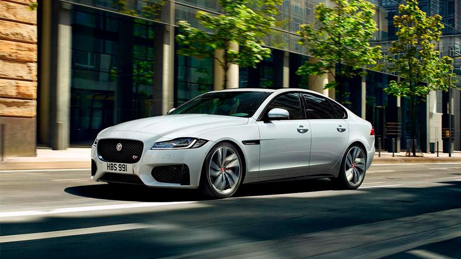 El Jaguar XF es un sedán refinado, elegante y moderno
