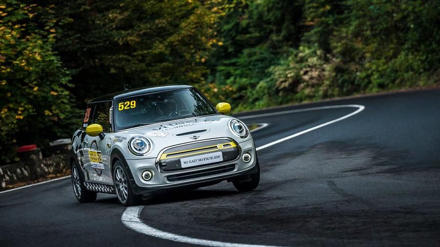 El primer modelo 100% eléctrico de Mini participó en el Trofeo Opel