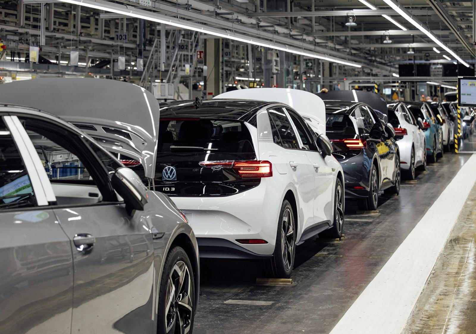 Precio de autos eléctricos igualará a los de gasolina para 2024