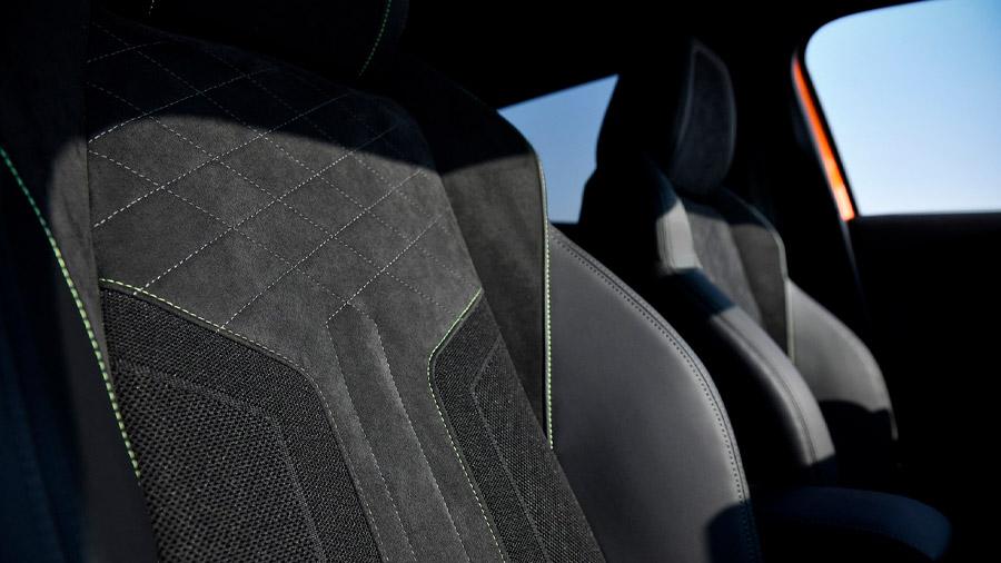 Los materiales de la cabina son de alta calidad en las versiones superiores