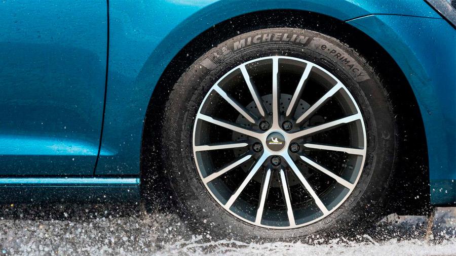 Este neumático se puede utilizar en autos de combustión interna o eléctricos