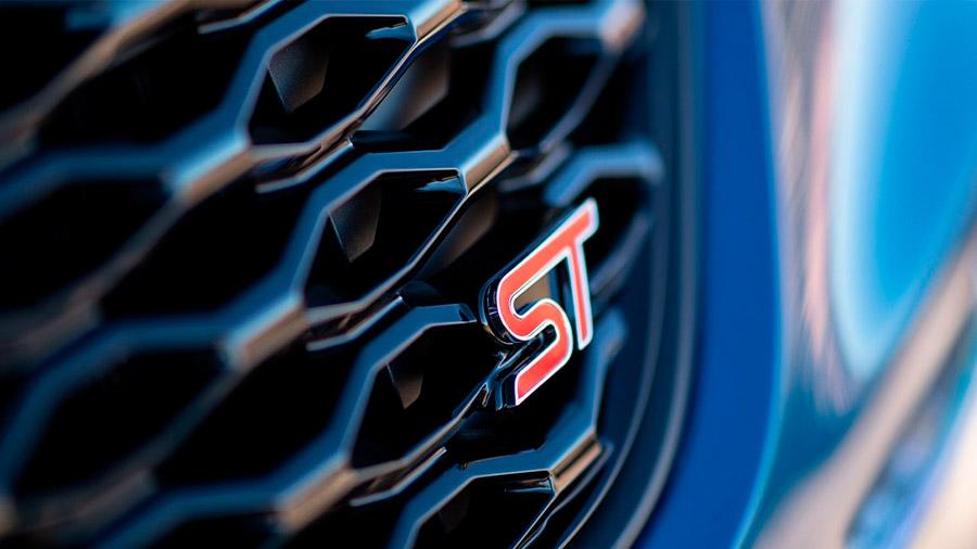 Hallamos el emblema ST en diferentes zonas de la carrocería