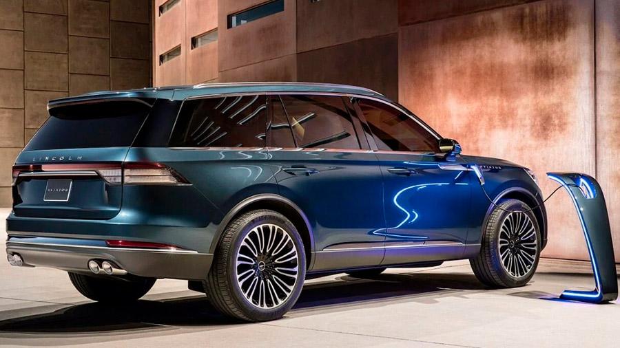 La camioneta de Lincoln sobresale por su diseño elegante, pero también por su refinamiento en cabina y un amplio paquete de asistencias para una conducción segura