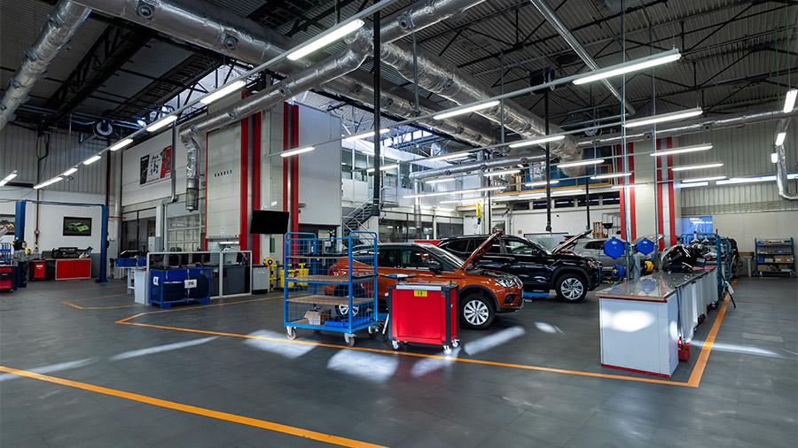 En su interior, el Centro de Desarrollo de Motores de SEAT cuenta con 9 bancos de pruebas
