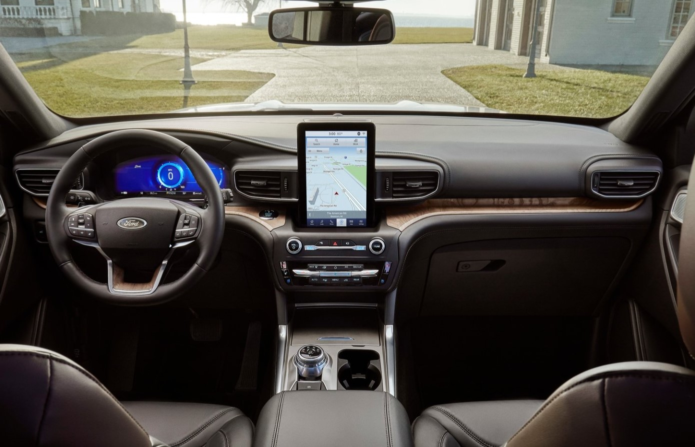 Ford Explorer XLT 2021 Chevrolet Traverse LT 2021 Comparativa