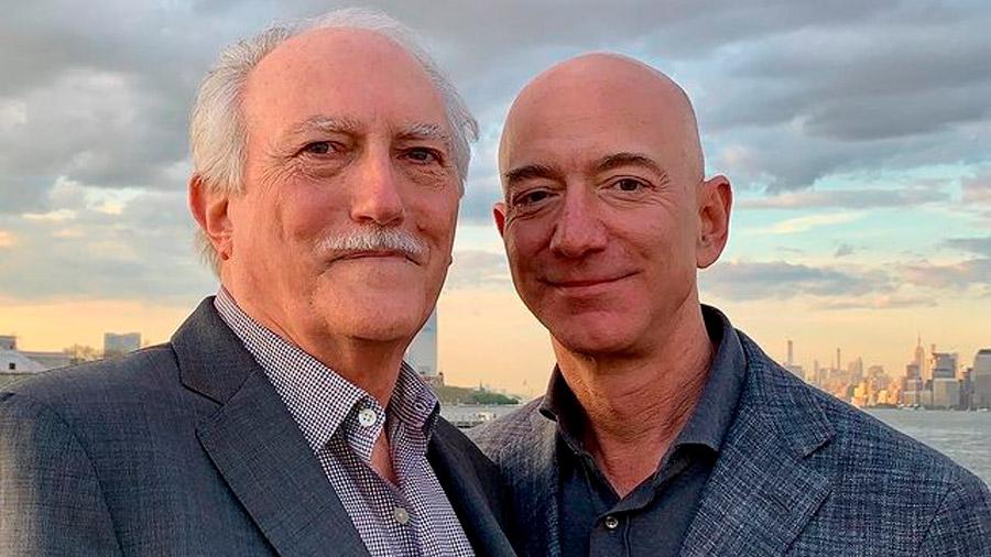 Jeff Bezos ha mostrado interés por la industria automotriz