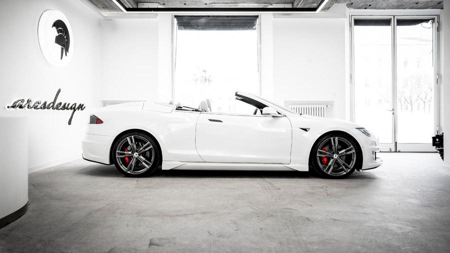 El Tesla Model S salió convertido en un roadster tras pasar por el taller de Ares Design