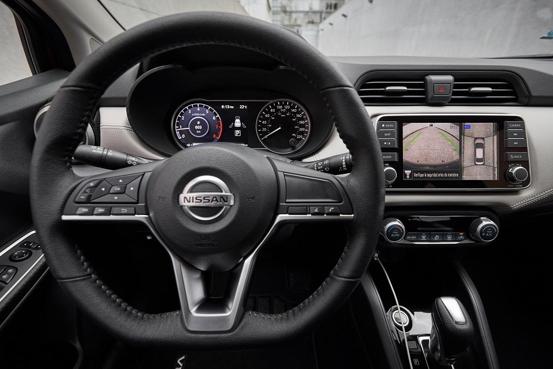 Nissan Versa Platinum CVT 2021 resena opiniones