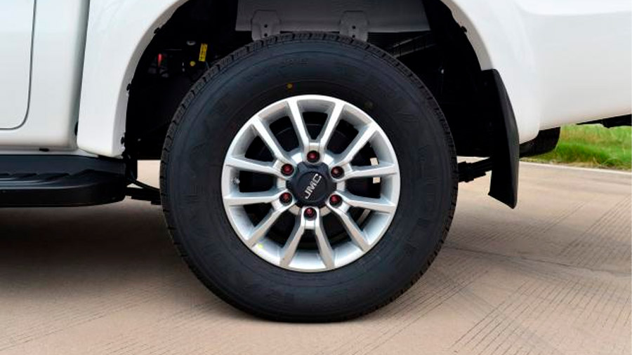 Incorpora neumáticos 245/70 R16