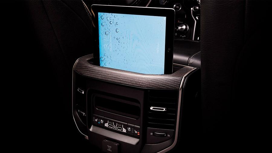 Incluye numerosas características tecnológicas para un viaje entretenido y conectado