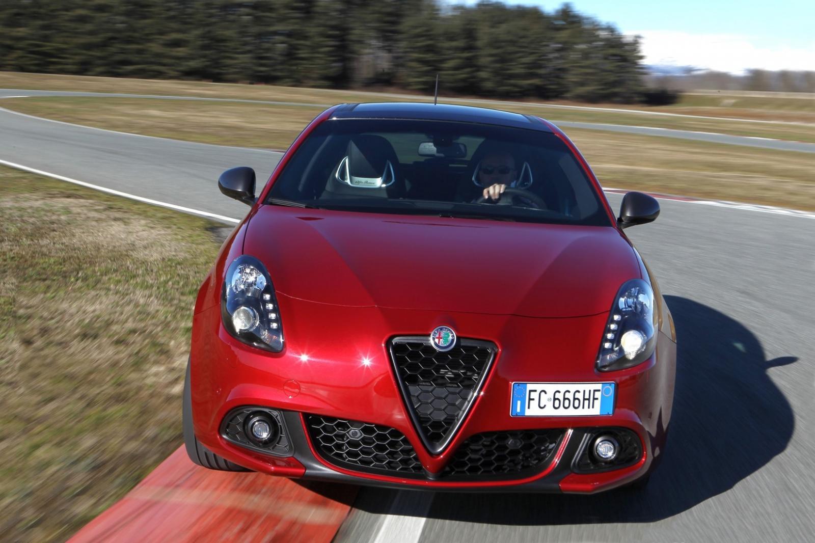 El Alfa Romeo Giulietta 110 Edizione 2021 en color Rojo Competizione Tricapa