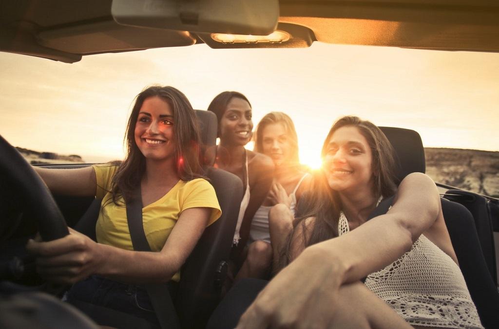 Estudio revela por qué las mujeres tienen más lesiones en un accidente de auto