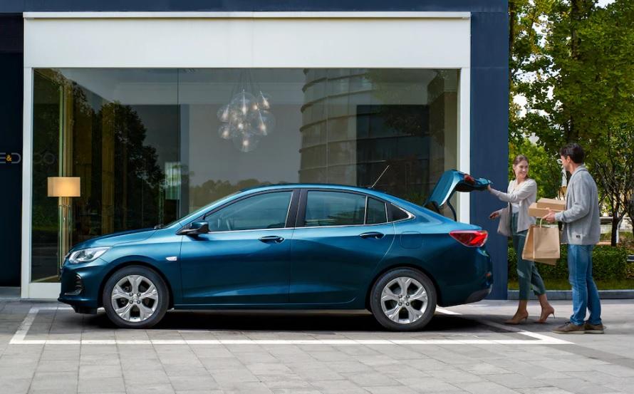 Chevrolet Onix Premier L 2021 Hyundai Accent Sedán GLS TA 2021 comparativa