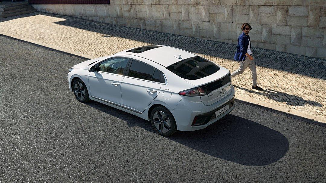Honda Insight 2021 Hyundai Ioniq Limited 2021 comparativa