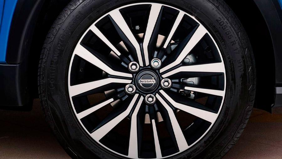La camioneta incorpora rines de 17 pulgadas fabricados en aluminio con nuevo diseño