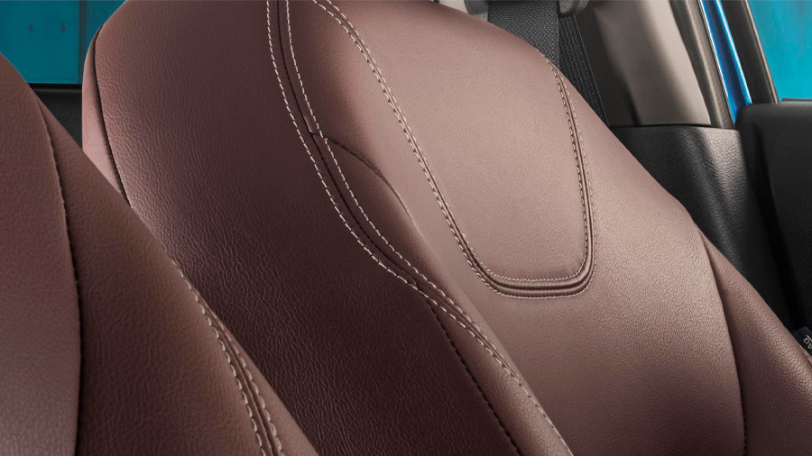 Las vestiduras de los asientos en esta versión son de piel