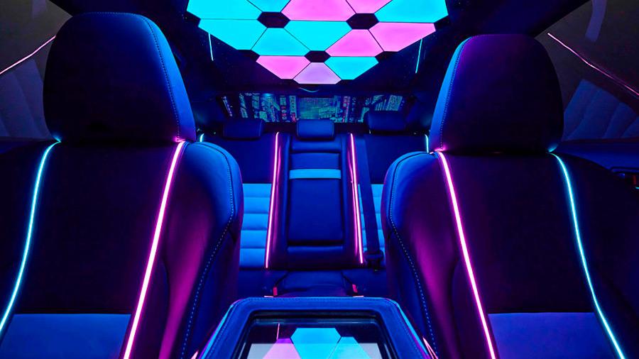 Incorporó al interior el estilo Neon Tokyo