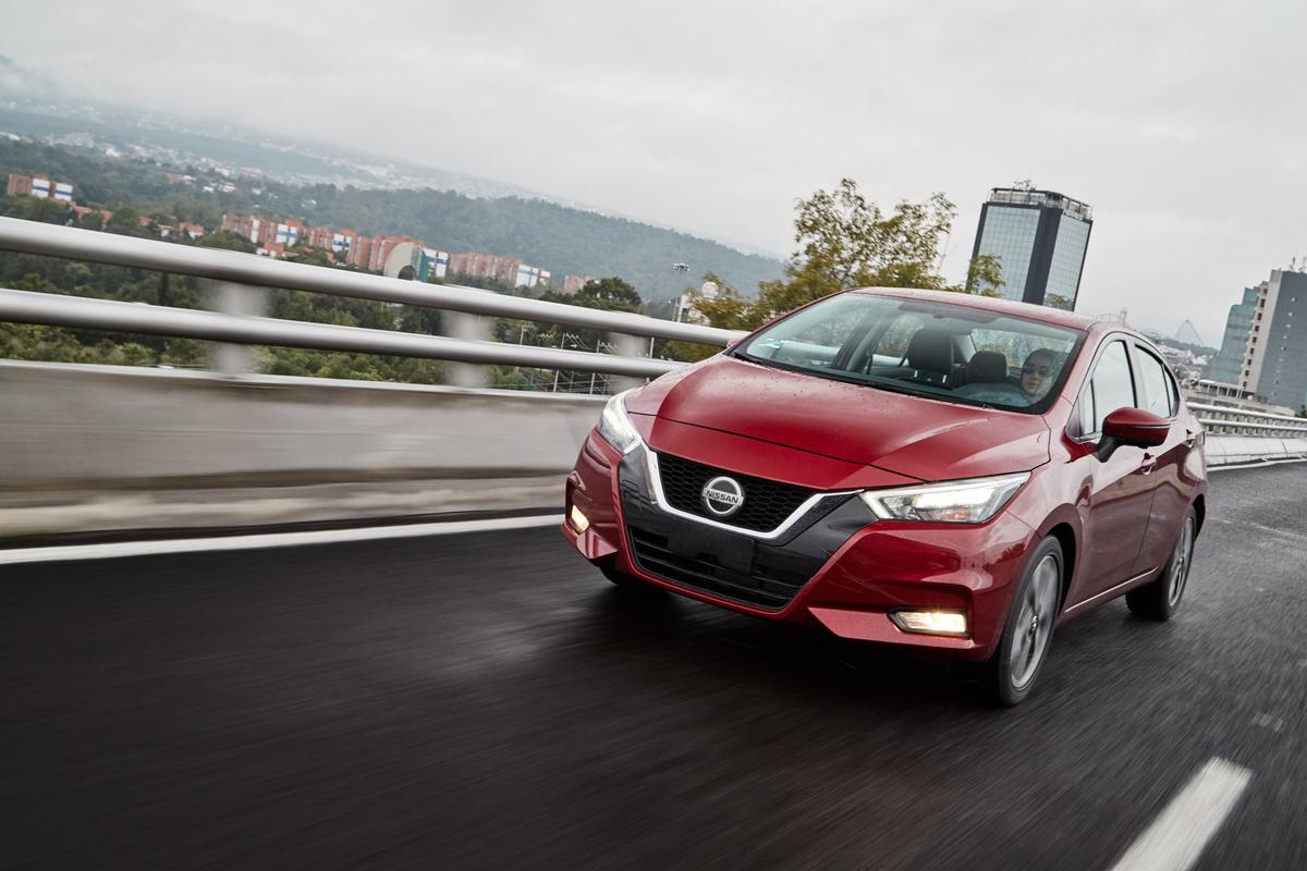 Nissan Versa precio 5