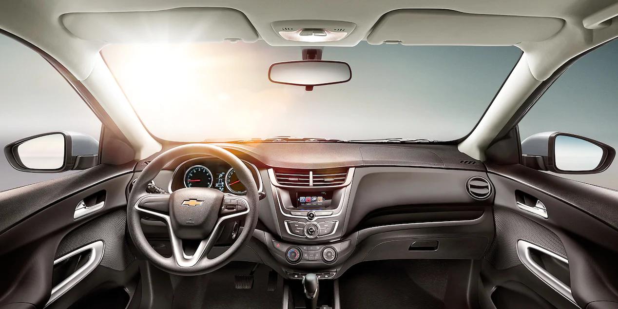 Volkswagen Virtus 2021 Chevrolet Aveo LT 2021 comparativa
