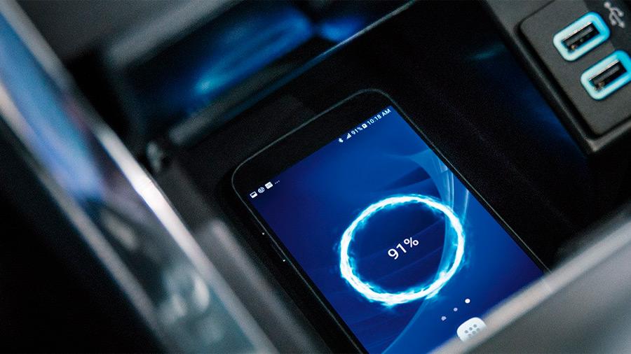 Entre sus tecnologías, se encuentra un cargador inalámbrico para smartphones