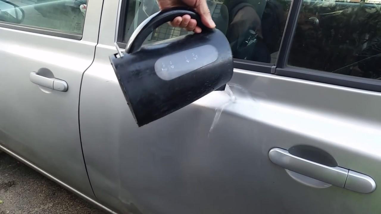 El agua caliente sirve mucho para reparar abolladura