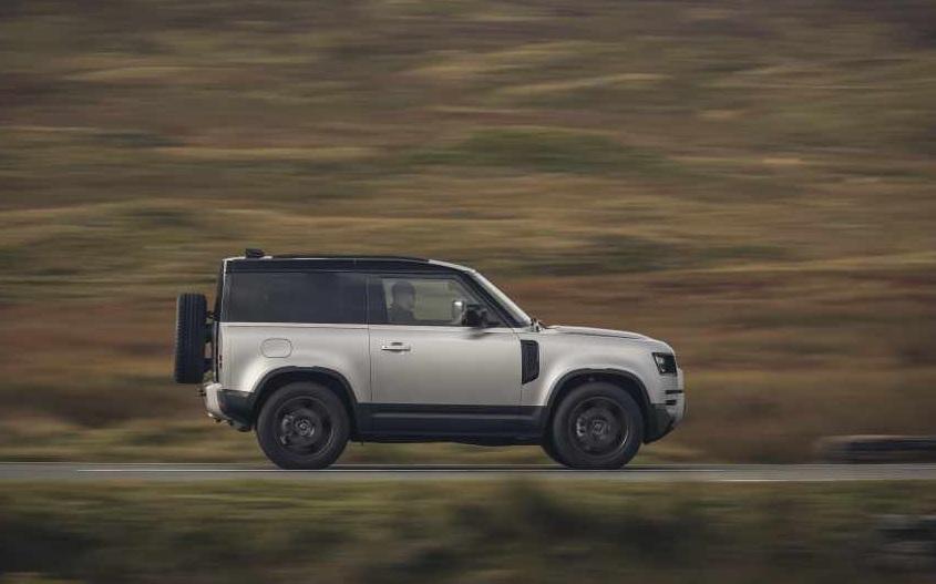La Land Rover Defender fue elegida por las mujeres como el mejor vehículo del año