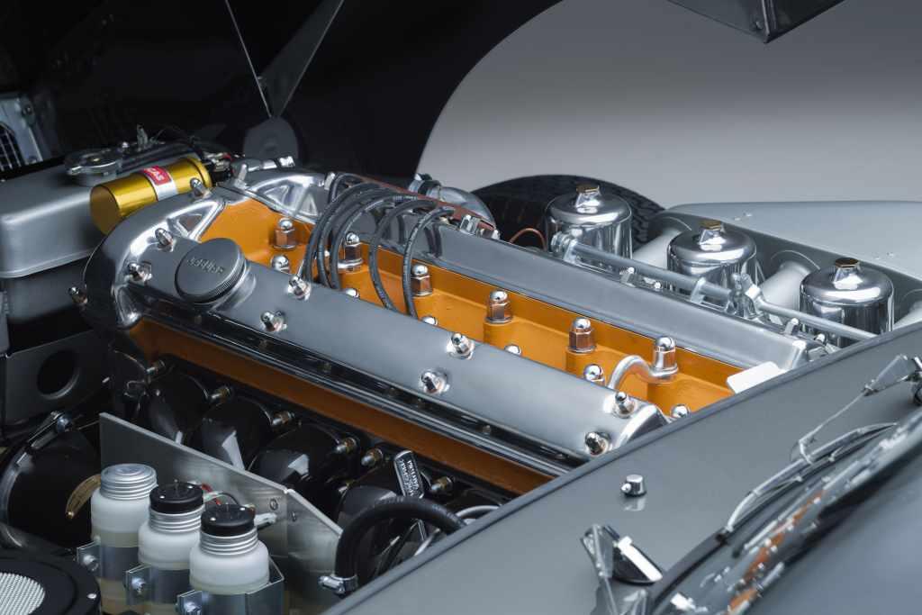 Motor Jaguar E-Type