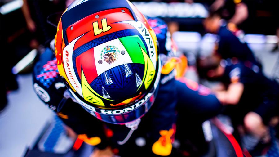 'Checo' Pérez presentó el casco que portará en las carreras