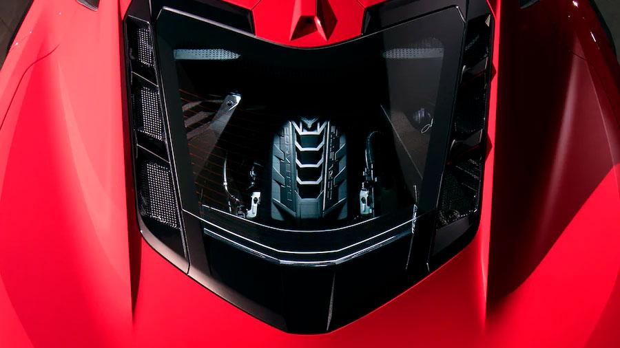 Este modelo lleva un motor central V8 de 6.2 litros