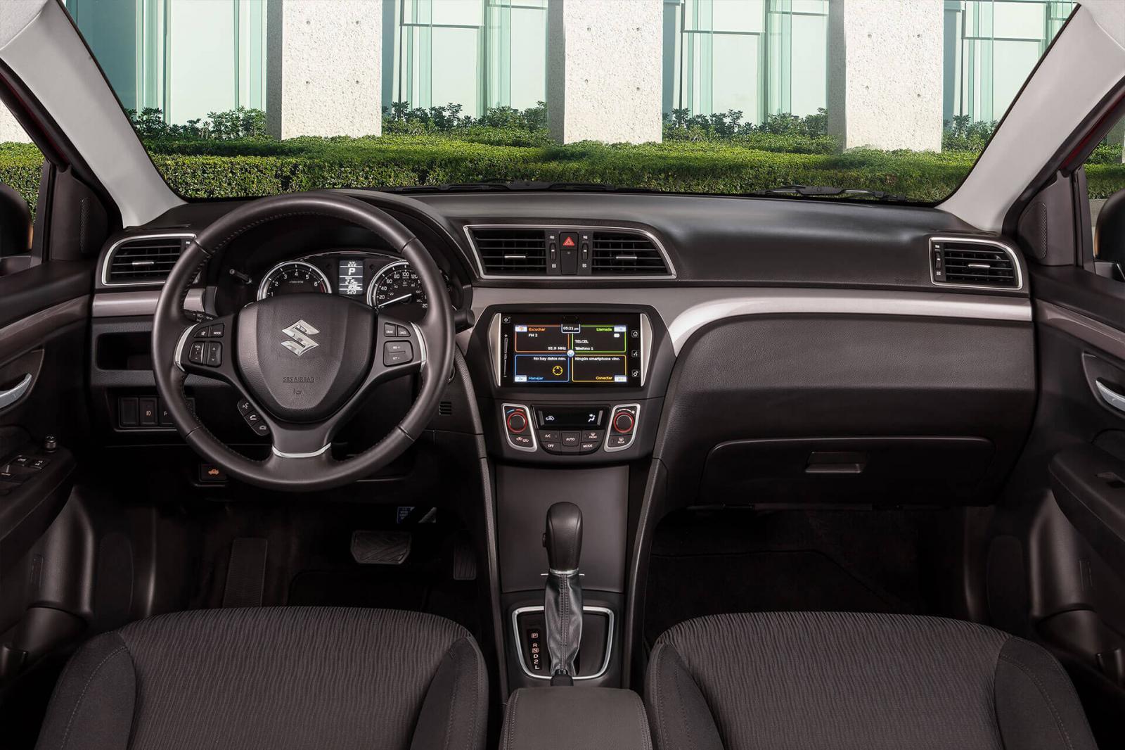 Suzuki Ciaz GLX TA 2021 Nissan Versa Advance TM 2021 comparativa
