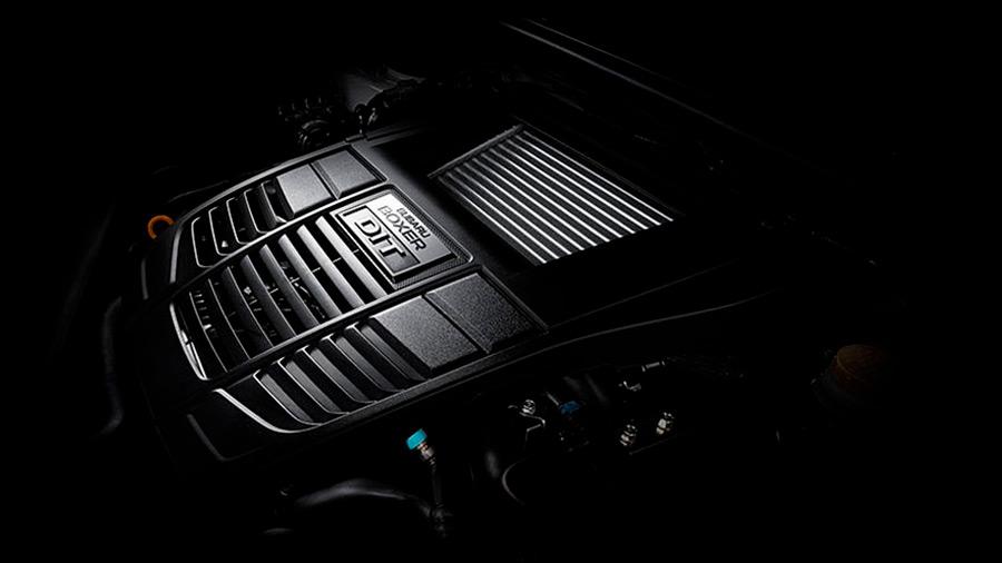 Su motor bóxer 4 cilindros turbo de 2.5 litros ofrece 310 caballos de fuerza