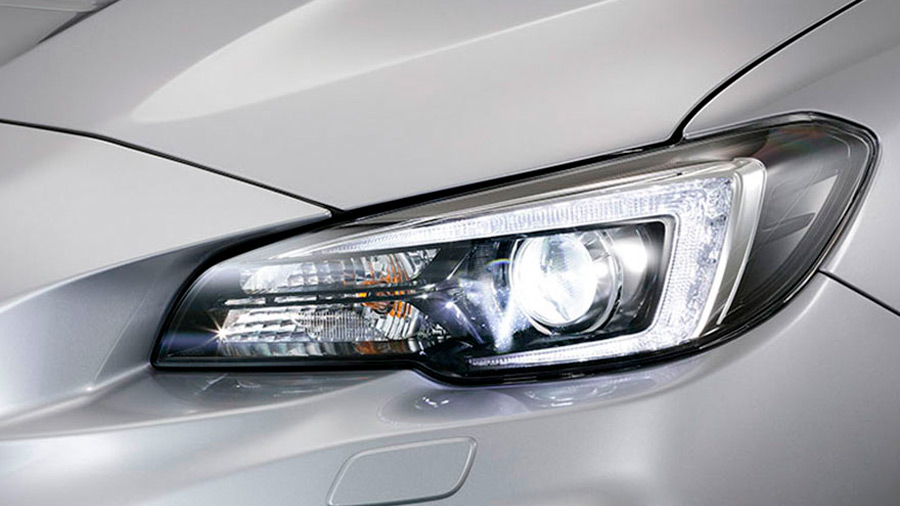 Sus luces frontales son LED