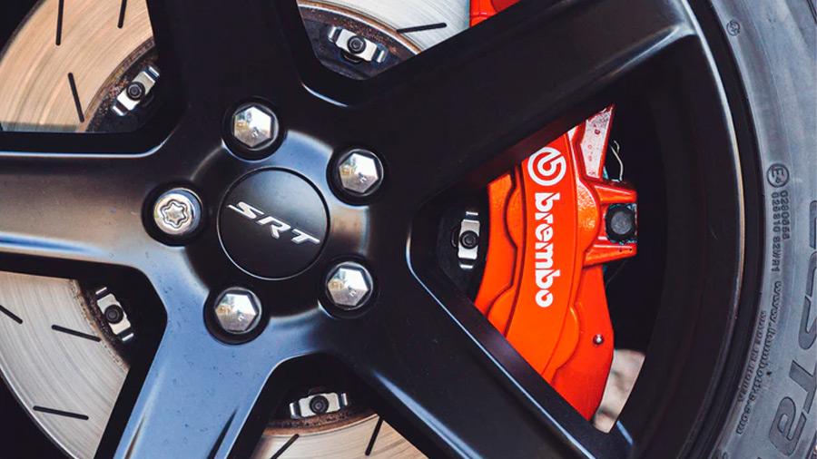 Un sistema de frenos más eficiente te brindará más seguridad durante las maniobras
