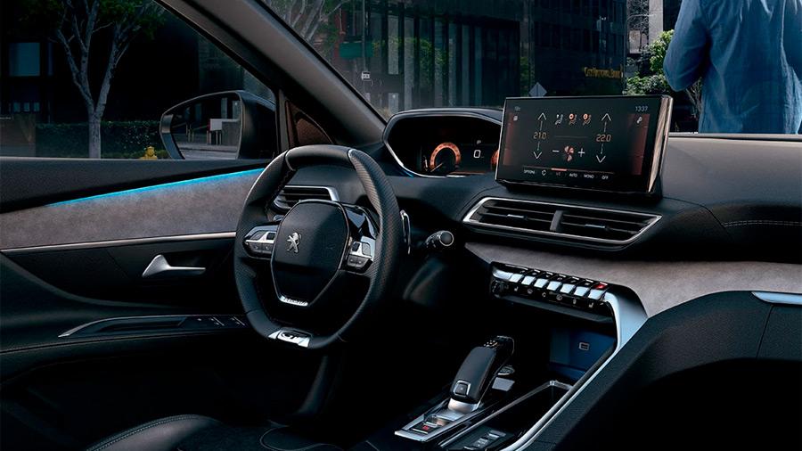 Tiene un estilo dinámico e innovador que gira alrededor del Peugeot i-Cockpit